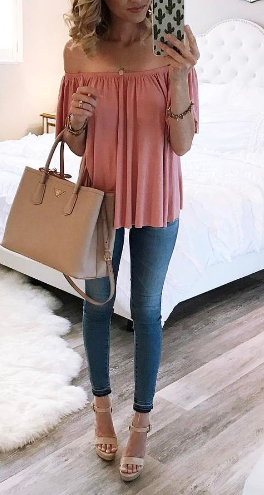 cute top & wedges!