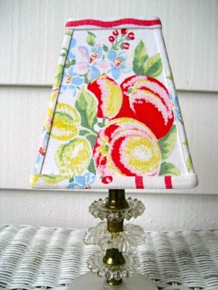 Vintage Tablecloth crafts | Vintage Tablecloth Lampshade