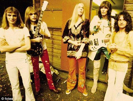 Yes. L-R: Alan White, Steve Howe, Rick Wakeman, Chris Squire, Jon Anderson