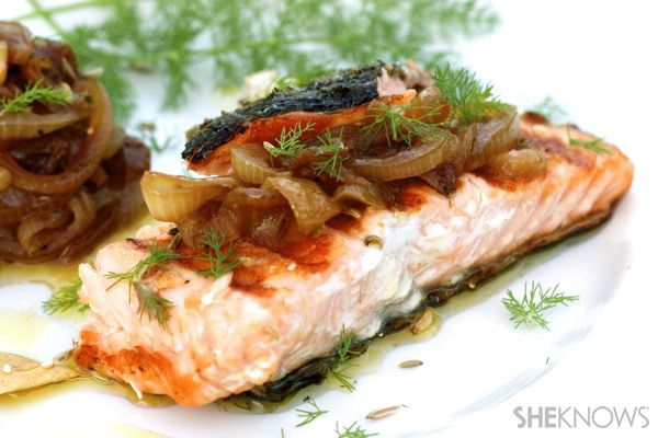Grilled salmon with caramelized onions