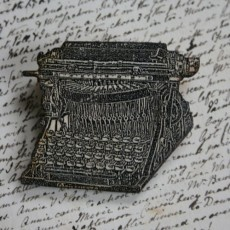 Naomi Greaves Wooden Typewriter brooch :: Makers :: Bluecoat Display Centre