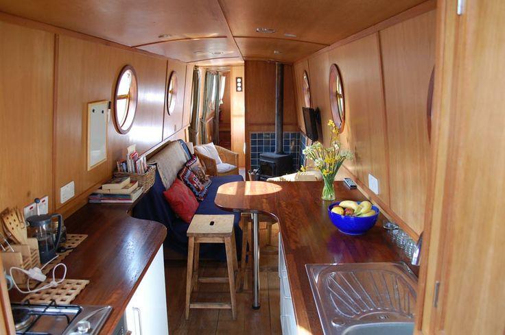 Drijvend #Appartement Jessie the Narrowboat in Londen. Een gezellig en volledig ingericht drijvend #hotel dat geboekt kan worden voor €193,- per nacht. Het appartement biedt ruimte voor maximaal 6 personen.