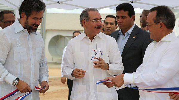 Presidente Medina asiste inauguración proyecto de producción de pollos