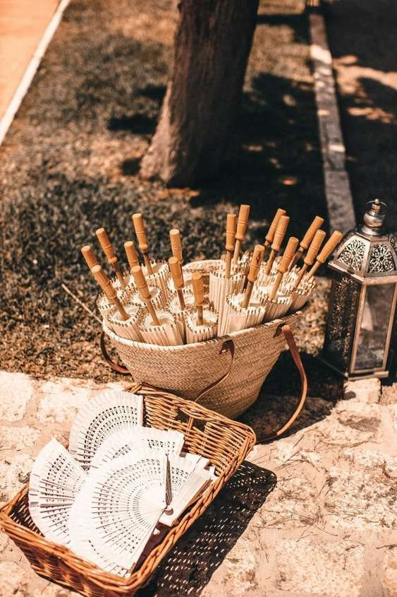 Parasols and Hand Fans | Alago Events | Mallorca Wedding & Event Planner
