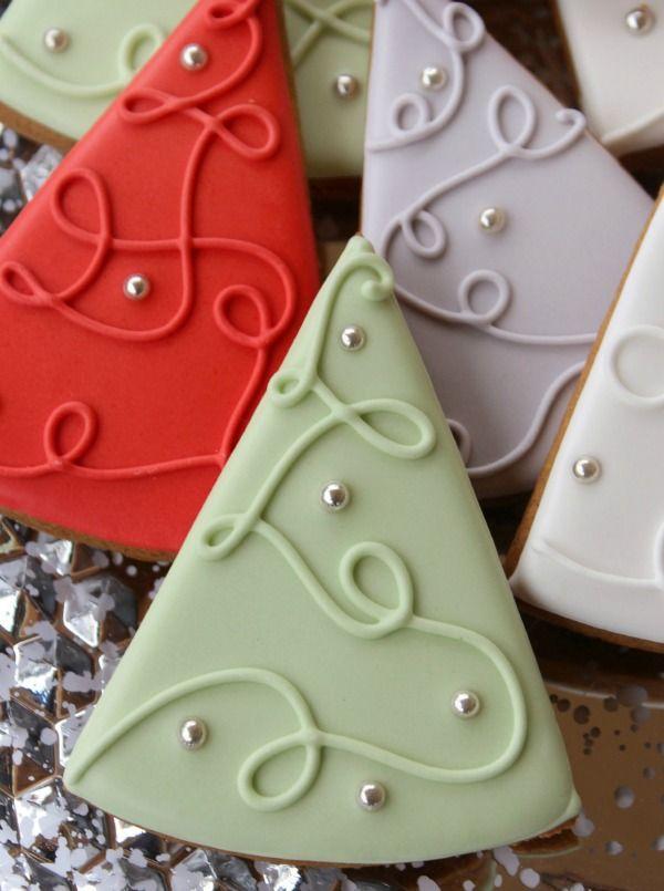 Simple Christmas Tree Cookies via Sweetsugarbelle
