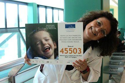 Un nuovo, bel #sorriso dalle fila di #Humanitas: la dott.ssa Barbara Nardi ricorda il numero per gli SMS solidali #45503 a favore dei #bambini con Paralisi cerebrale e delle loro #famiglie.  #FondazioneAriel #SMSsolidale #disabilità #felicità #sorriso #CampagnaSMS bit.ly/Ariel_SMS2016