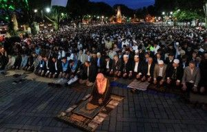 Nα λειτουργήσει ξανά ως ισλαμικό τέμενος η Αγιά Σοφιά ζητούν φανατικοί μουσουλμάνοι