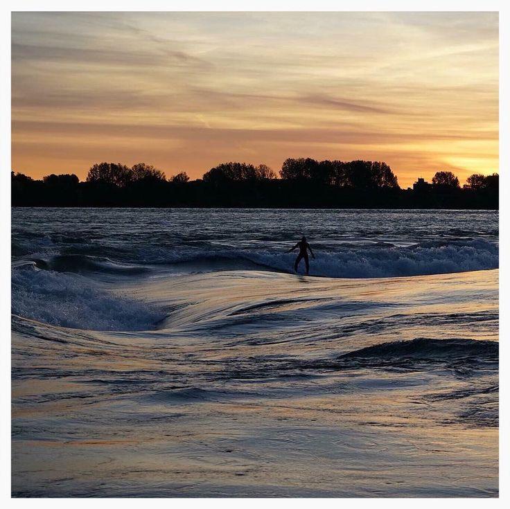 Aloha Friday // #sunrise #riversurfing #explore #surf #riversurf #montreal #habitat67 Photo @jeremylechatelier