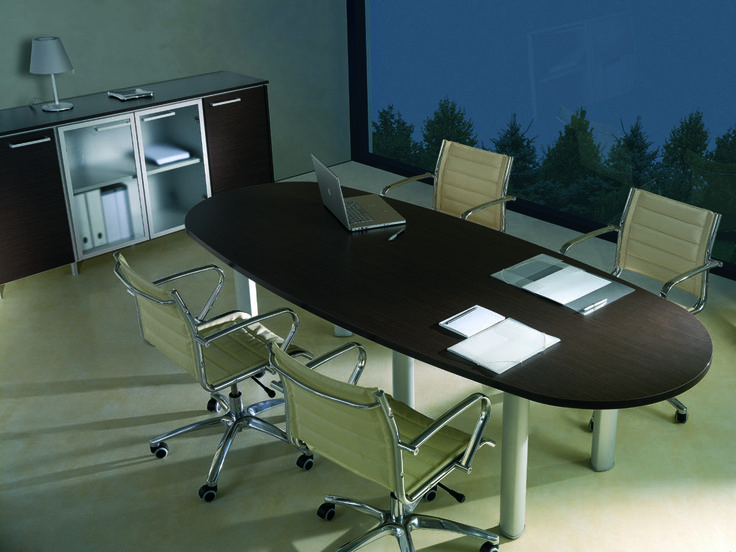 Meeting table oval shaped in Wengé finish and low cupboard with blind doors in wengè finish and satin glazed doors  //  ---  //  Tavolo riunioni ovale in finitura wengè e mobilie contenitore con antine cieche finitura wengè e antine in vetro satinato