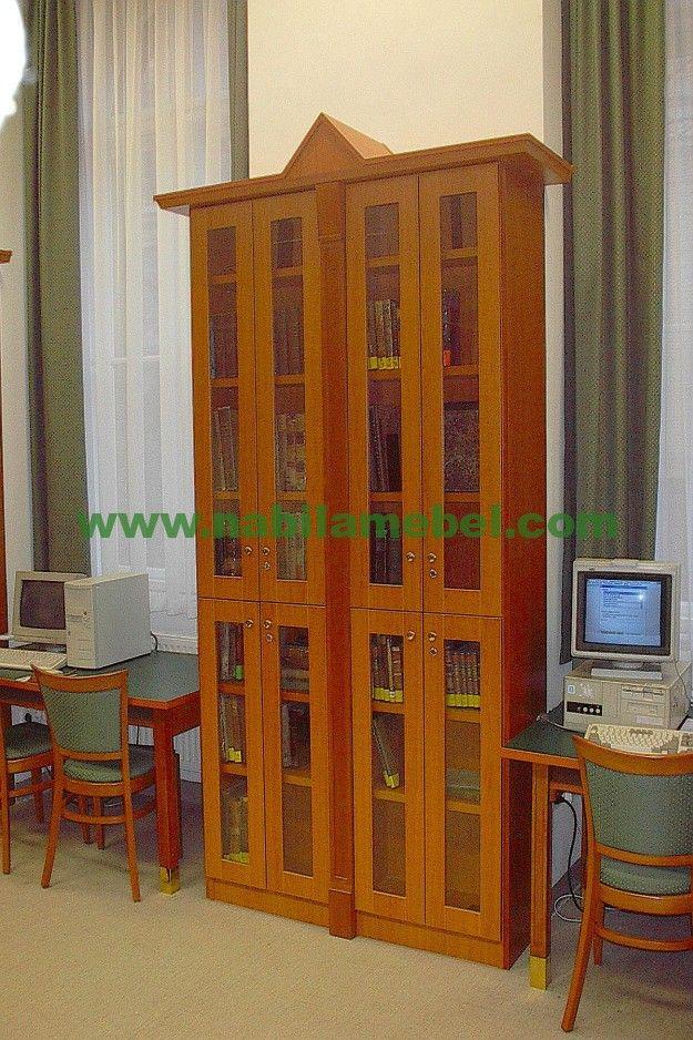 Lemari Buku Pajangan Jati merupakan produk furniture jepara yang kami produksi dengan bahan baku kayu jati berkualitas.