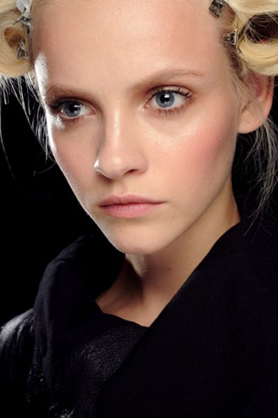 Milan S/S '11: How to do minimal makeup… without looking like a hot mess — BEAUTY EDITOR