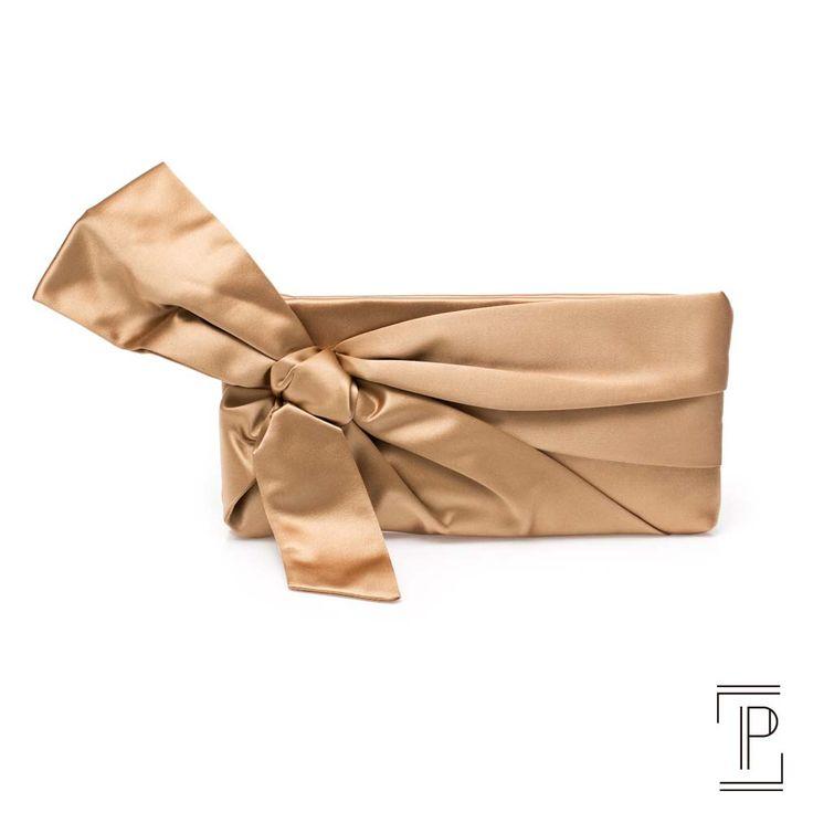 Valentino clutch dourada com laço em cetim
