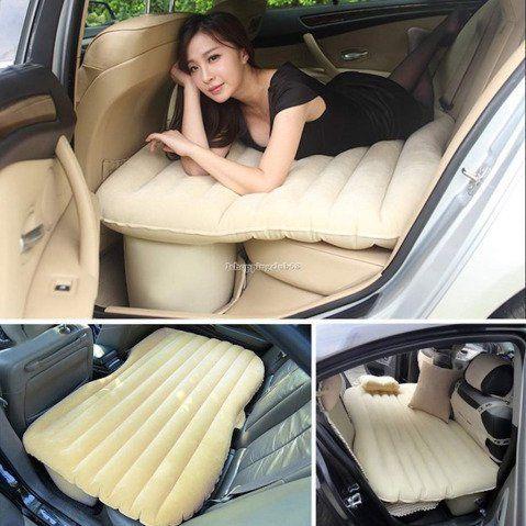 Colchão inflável desenvolvido para quem quer tirar um cochilo no banco de trás do carro.