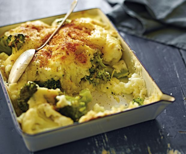 Michelle Bridges shares on our favourite comfort food dinner ideas: classic cauliflower cheese with a healthy, low-calorie twist.