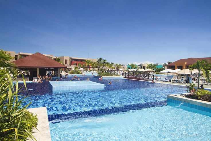 In our opinion the Grand Memories Varadero is a solid 4 stars, not quite 5 star as some suppliers rate it. It has an active pool area with lively...