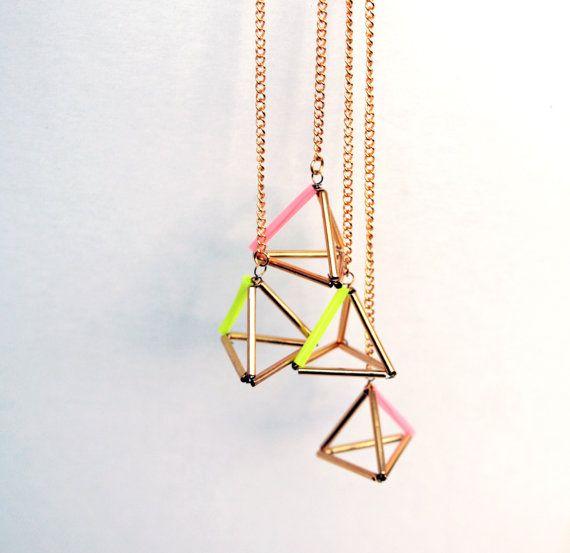 Items similar to Triangle géométrique pyramide boucles d'oreilles rose et or duster, dangle earrings on Etsy