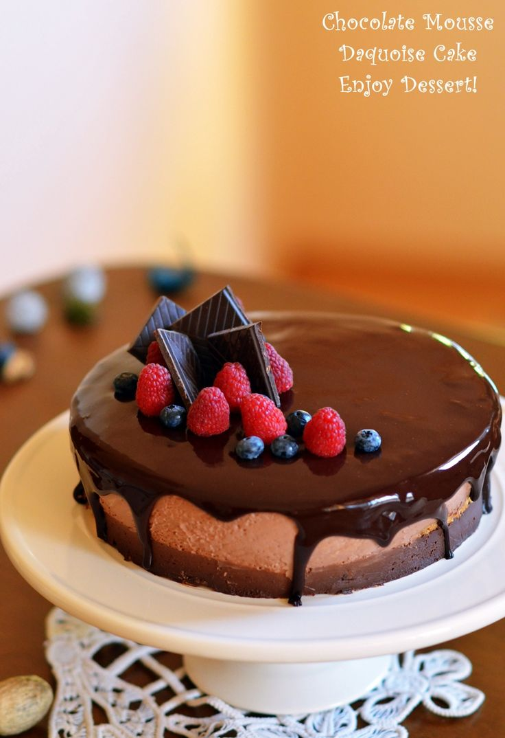 Se apropie weekendul si il asteptam cu un tort extraordinar de bun. Un tort fin si delicat, perfect pentru cei care vor sa se delecteze cu deserturi deosebite. Blaturile sunt de bezea, delicate si dulci. Cremele completeaza blaturile perfect. Avem o crema densa de ciocolata, o crema dulce acrisoara de fructe de padure si un […]