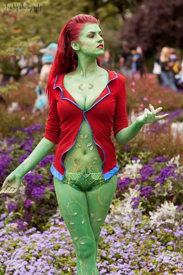 Poison ivy arkham cosplay