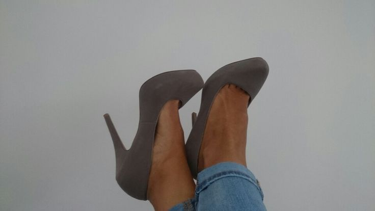 Super tacones grises!!