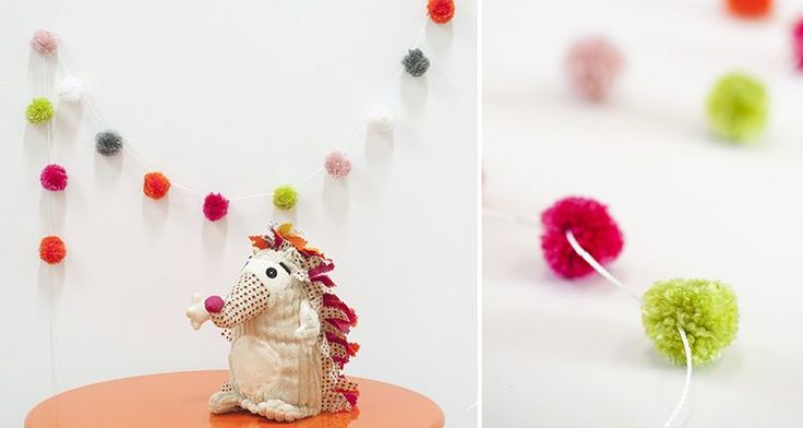 Easy way to make pompoms.              Gloucestershire Resource Centre http://www.grcltd.org/scrapstore/