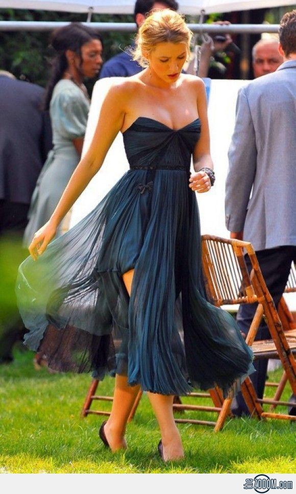 Serena van der Woodsen on Gossip Girl Set (dress with two lengths and triangular neckline)