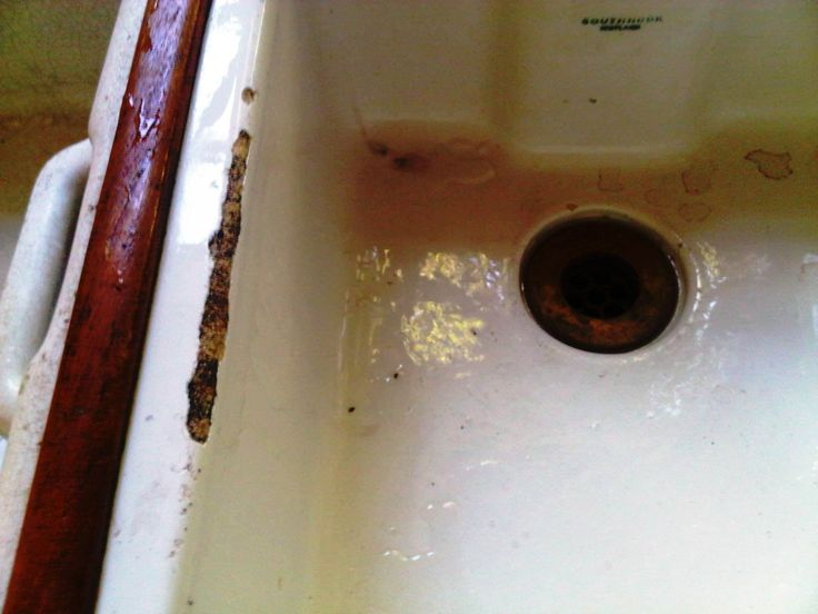 This is the before pic - of a double Victorian basin.  Note the cracks, the marks and the damage to the lip.  This is a very doable job for Beta Bathrooms.