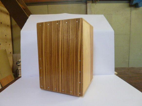 寸法:高さ400×幅280×奥行280材料:白樺間伐材12㎜、背面シナ5.5㎜、打面ラワン3㎜スナッピー:ギター弦V式塗装:オイル付属...|ハンドメイド、手作り、手仕事品の通販・販売・購入ならCreema。