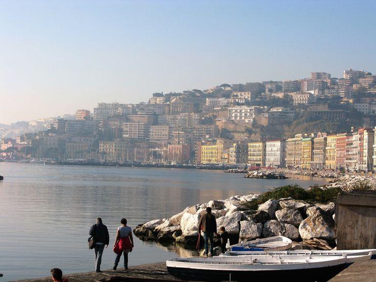 Napoli, collina di posillipo da via caracciolo