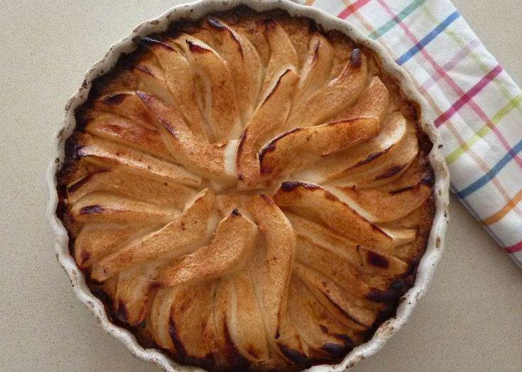 Yapımı keyifli, lezzeti hafif, altı kıtır üstü yumuşacık bir tatlı.En basit turta kalıbı işinizi görecektir.Bu tatlıyı dilediğiniz meyveyle hazırlayabilirsiniz.
