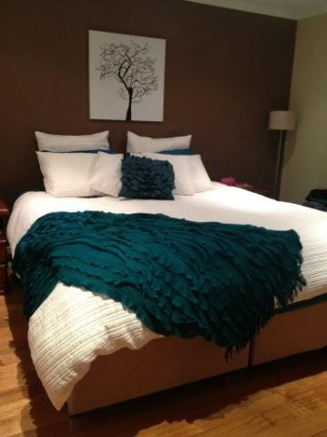 Taya white with Teal from Lorraine Lea Linen - a popular colour combination on Carol's bed.  Thanks to Shona your consultant for sharing your bedroom look