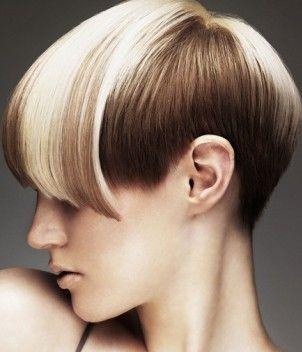 Taglio corto con capelli bicolor