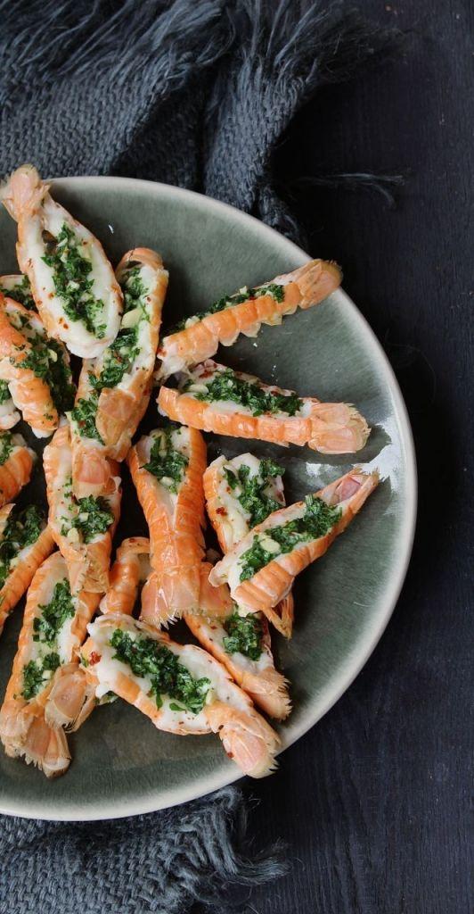 Deze langoustines met kruidenboter staan in een mum van tijd op tafel, maar hebben een echt wow-effect: héérlijke smaken en prachtige kleuren!