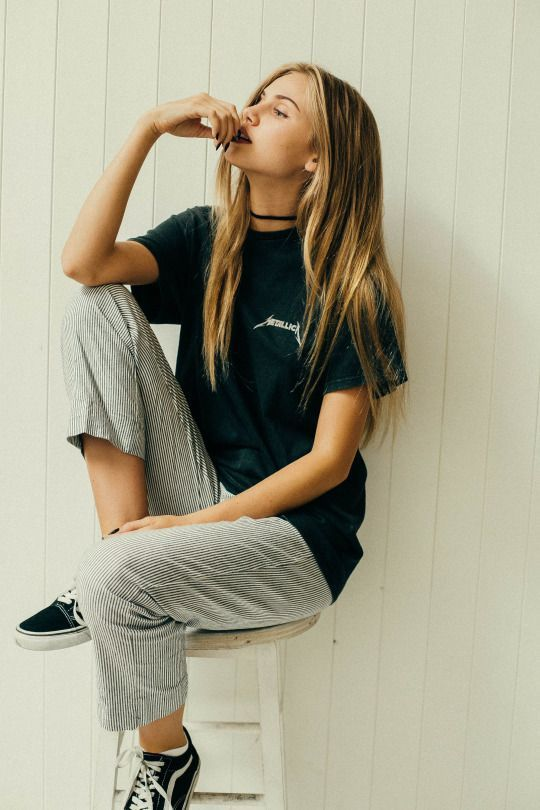 street style inspo skater metallica t-shirt vans chic easy grunge
