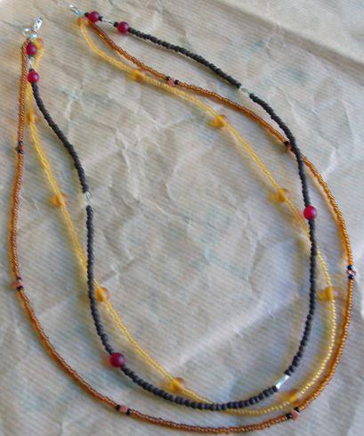 collana tre fili marrone