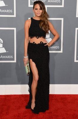 Chrissy Teigen en los Grammy 2013 de Joy Cioci