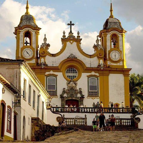 Tiradentes é uma charmosíssima cidade histórica de Minas Gerais. Também é um polo cultural e sedia anualmente um dos principais festivais de cinema do país.  @rafael7camara
