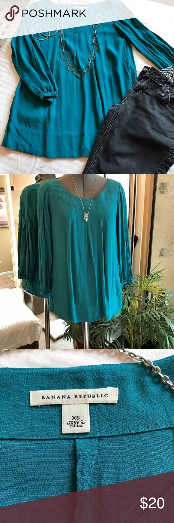 Banana republic brand turquoise top extra small Banana republic brand top beautiful turquoise color very flattering can be worn out or tucked in size extra small but could also easily fit a small Banana Republic Tops Blouses