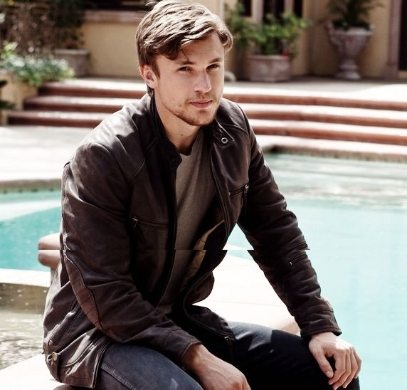 William Moseley aka Peter from Narnia. - and I just died...why doesn't he know I exist?