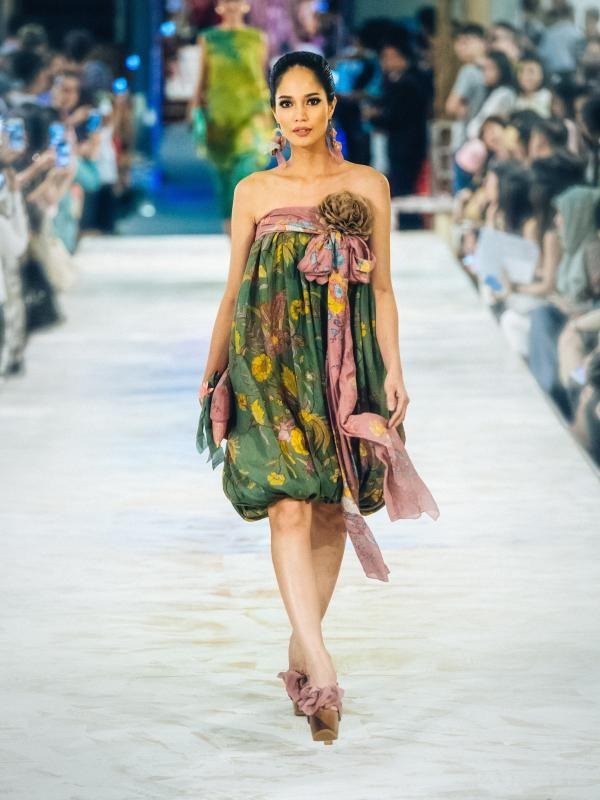 Indahnya Koleksi Terbaru Anne Avantie, Batik dari Sabang-Merauke - Lifestyle Liputan6.com #BATIK