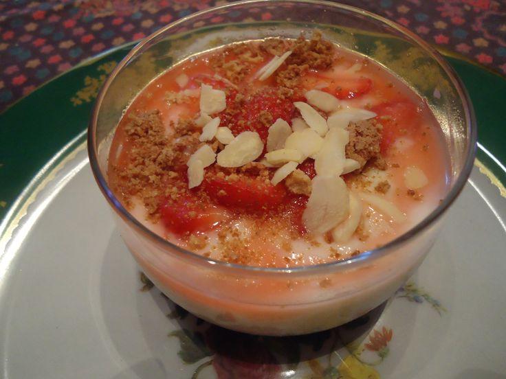 Yogurt in coppa con fragole