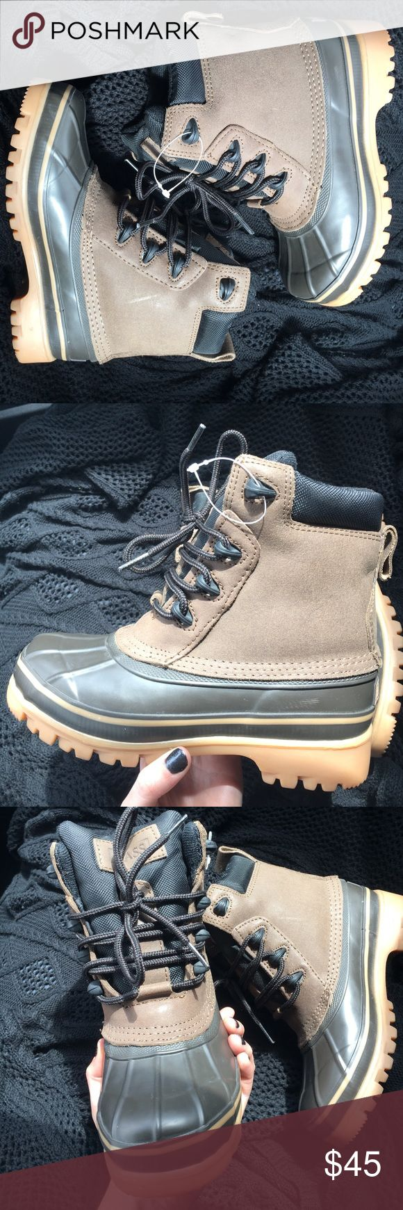 NWOT BASS Kids Duck Boots Size 3. New without the tag! Bass Shoes Rain & Snow Boots