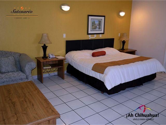 TURISMO EN CHIHUAHUA En nuestro HOTEL SNTENARIO CHIHUAHUA, le ofrecemos diferentes tipos de habitaciones como la Suite, que consta de cama King Size, escritorio, sala adjunta, caja de seguridad entre muchos servicios más. Contamos con un restaurante con capacidad de 90 a 170 personas y un horario muy amplio de Lunes a Sábado de 7:00 a 22:30 horas y Domingos de 7:00 a 15:00 horas. Informes a los teléfonos (614) 481 0071 al 73 #visitachihuahua