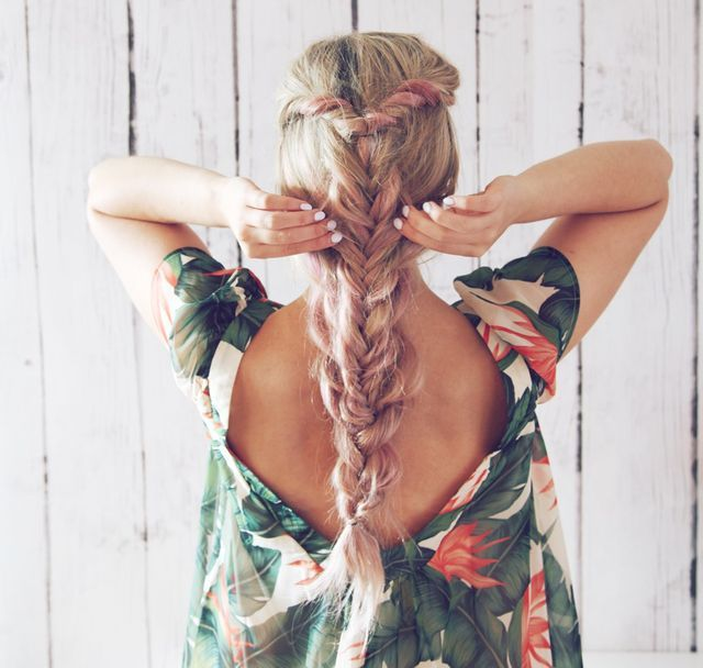 Feeling the summer boho feels lately-try this double boho braid to get the look! Also I have been testing out some pink champagne hair color— let me know what you think! I created this hair tutorial t