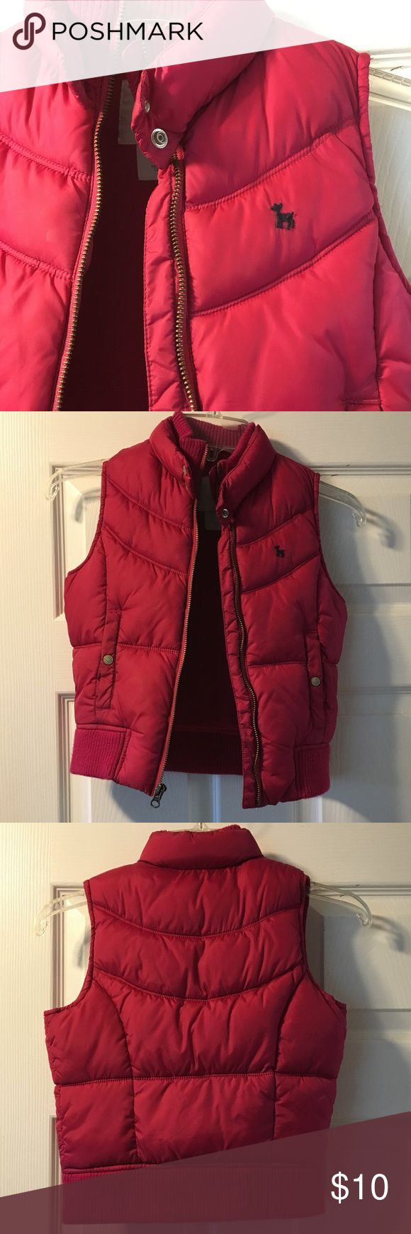 Old Navy Girls Puffer Vest Size Medium Old Navy Girls Puffer vest. Size Medium. Worn just a handful of times. Great condition Old Navy Jackets & Coats Vests