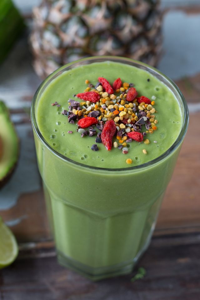 Pineapple, Avocado & Superfoods Smoothie by Rosalie Ruardy