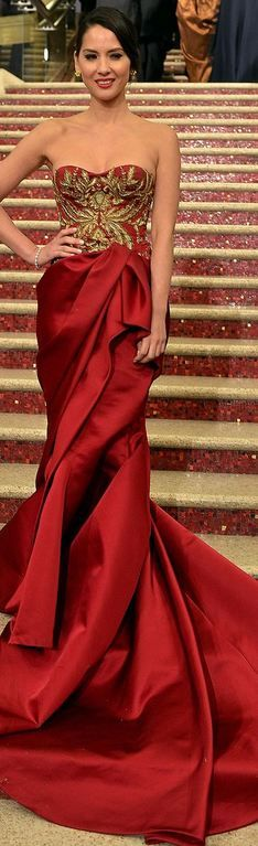 OLIVIA MUNN at the 2013 Academy Awards - Marchesa. Perfection in gher woman and the dress.