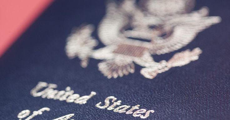 ¿Qué puedo hacer si perdí mi pasaporte?. Pocas cosas inspiran más temor que estar en un país extranjero y palpar tu bolsillo o hurgar en tu cartera para buscar el pasaporte y no encontrarlo. Si pierdes tu pasaporte, tus siguientes movimientos dependerán de si estás en los Estados Unidos o en el extranjero. El primer paso, en cualquier caso, es no entrar en pánico. Perder un pasaporte no ...