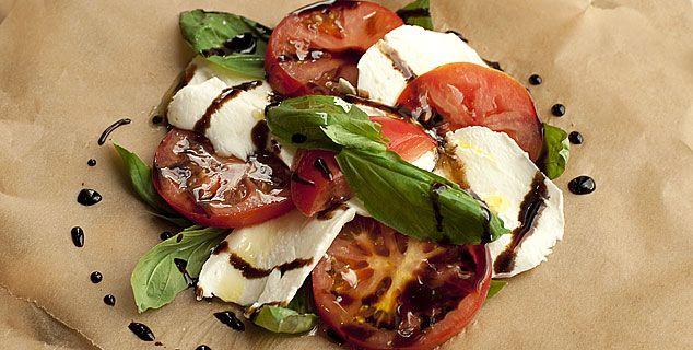 Салат моцарелла с помидорами рецепт