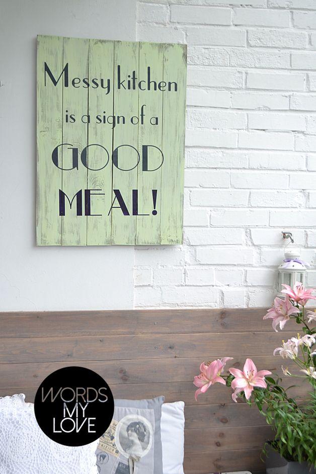 Messy kitchen - drewniana tablica z napisem