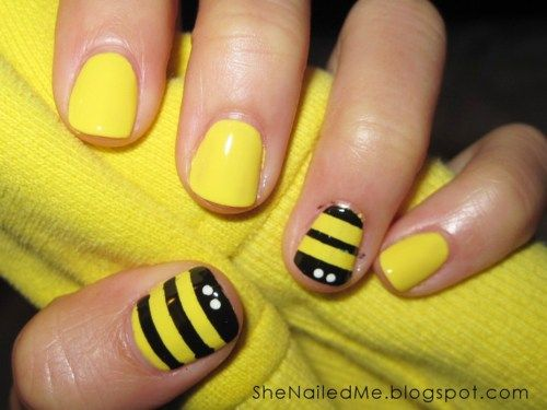 I love these bumble bee nails!! Now it just needs a pot of honey on one of the nails! :o)